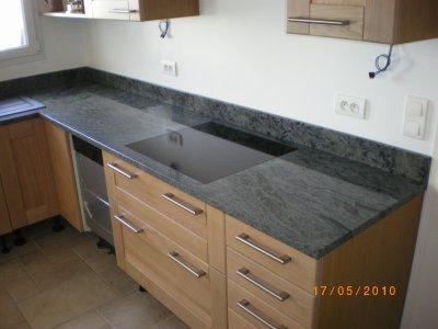 Plaque de cuisson fleur de plan granitset for Plan de travail plaque cuisson